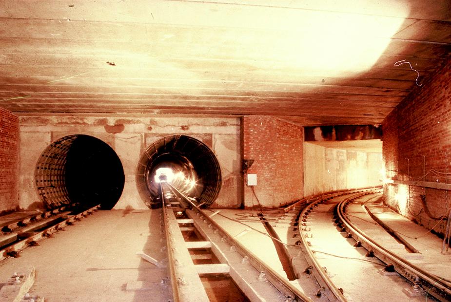 Тоннели одного из старейших метрополитенов мира выполнялись в чугунной обделке