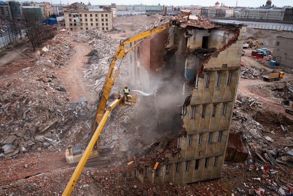 демонтаж здания в Санкт-Петербурге