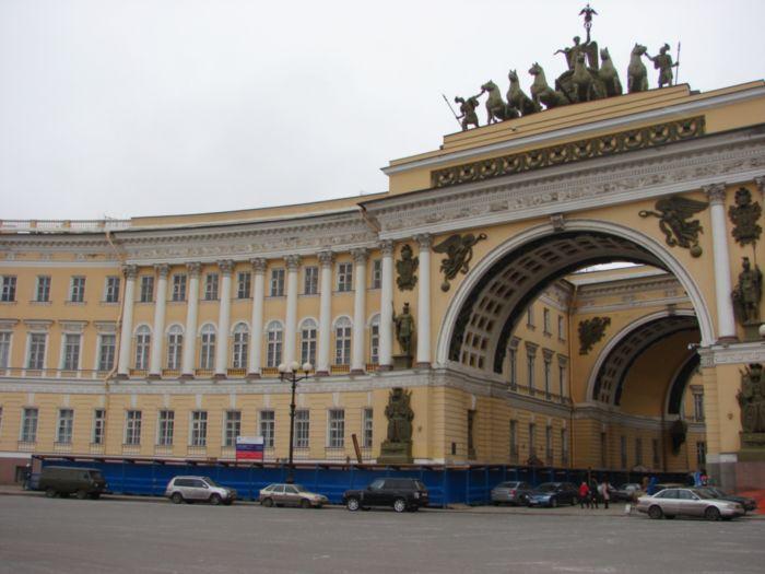 Восточное крыло арки Главного штаба