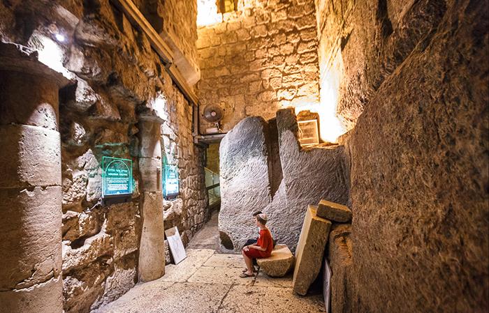 Тоннель вдоль Западной стены