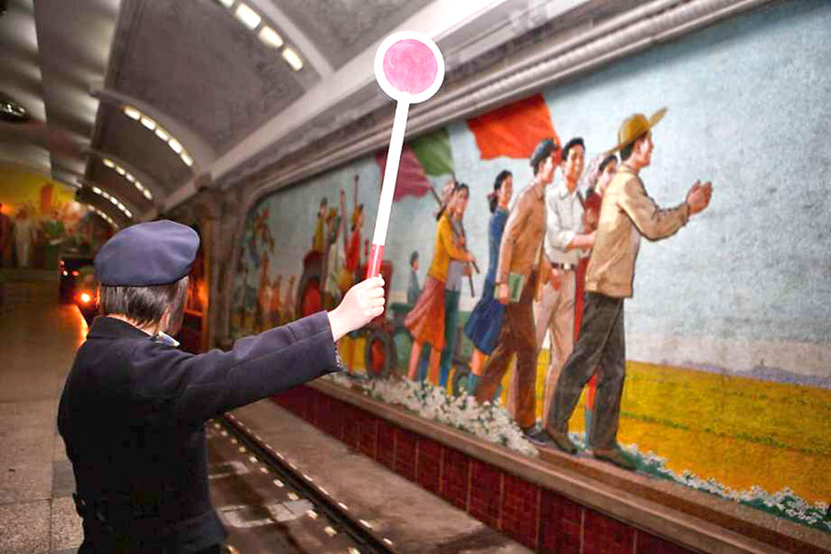 Сотрудница Пхеньянского метро