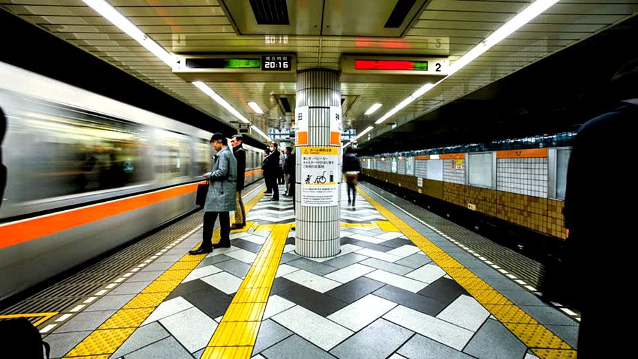 Платформа токийского метро