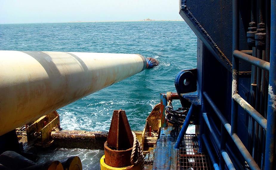Прокладка нефтепровода - Саудовская Аравия