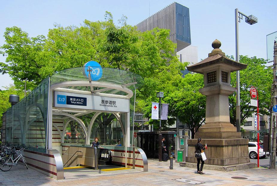 Вход в метро Токио