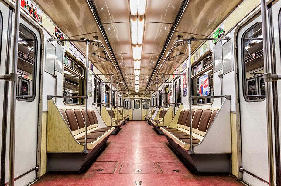 Вагон метро Санкт-Петербурга