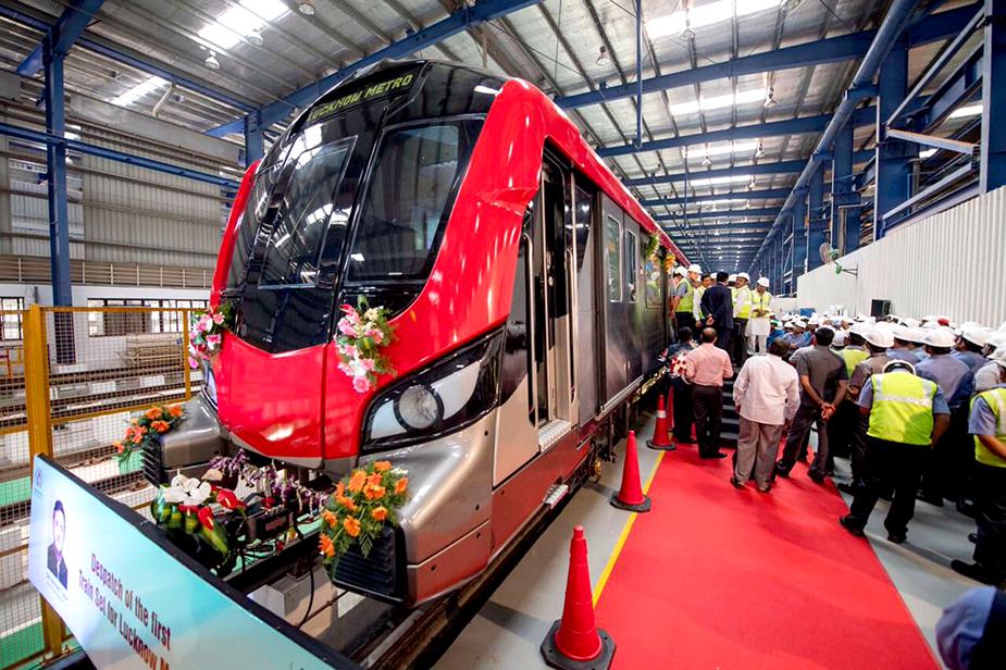 Поезд метро Лакнау