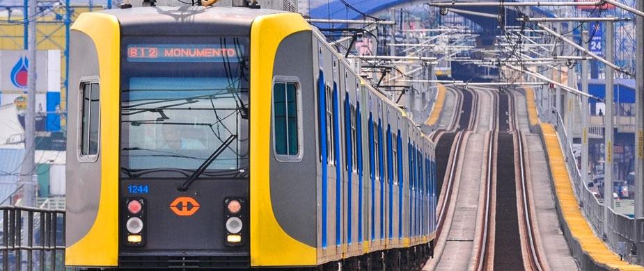фото поезда LRT в Маниле