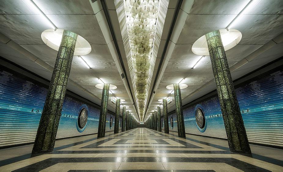 Станция метро Космонавтов