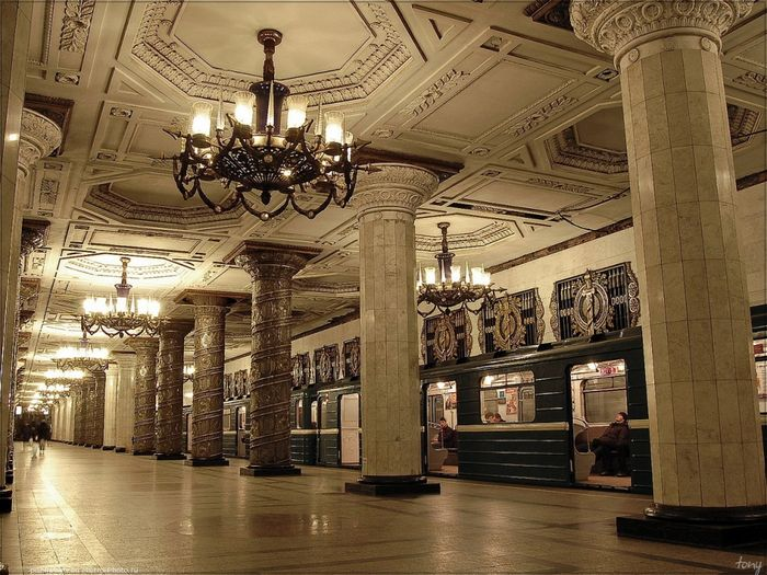 Станция петербургского метрополитена «Автово».