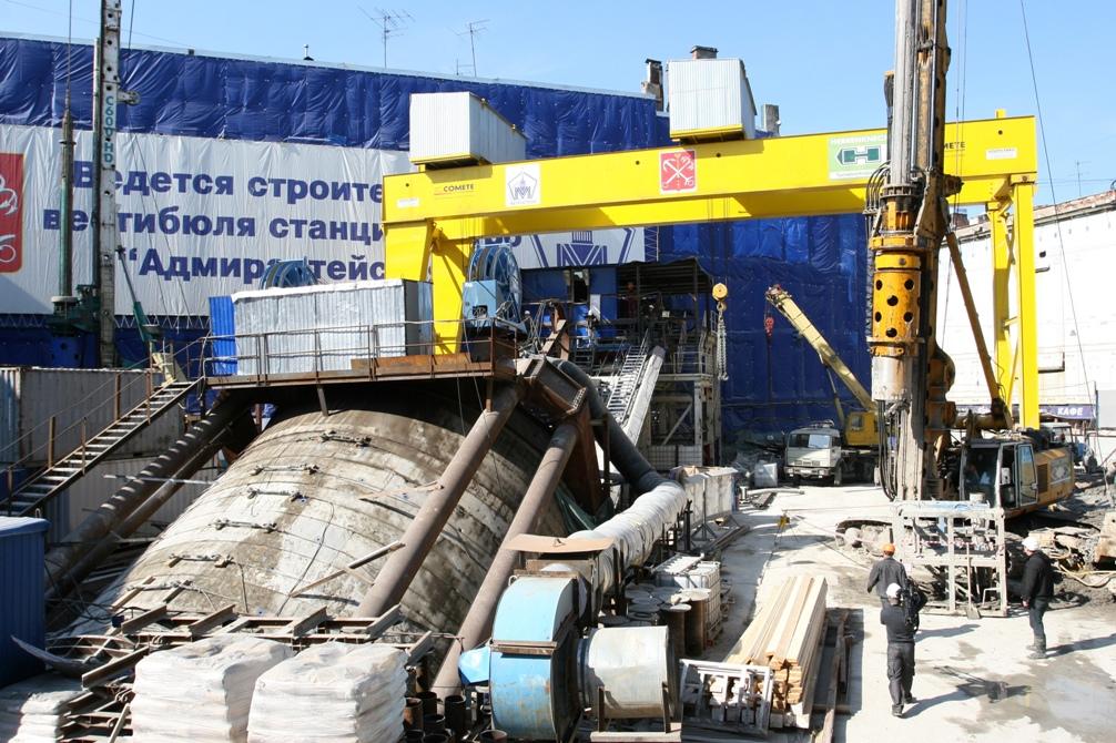 Наклонный ход станция метро - Адмиралтейская