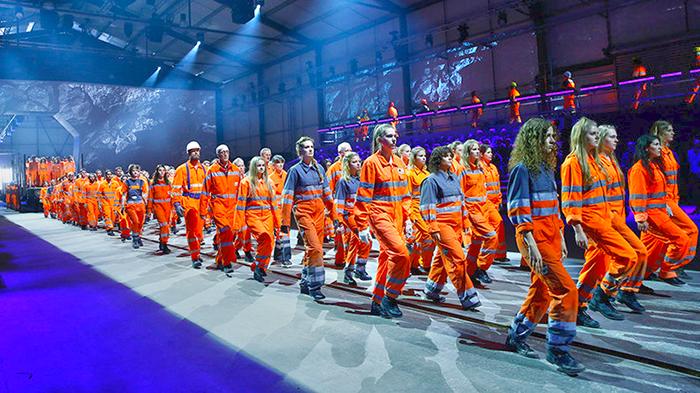 Фото - кадр с церемонии открытия тоннеля