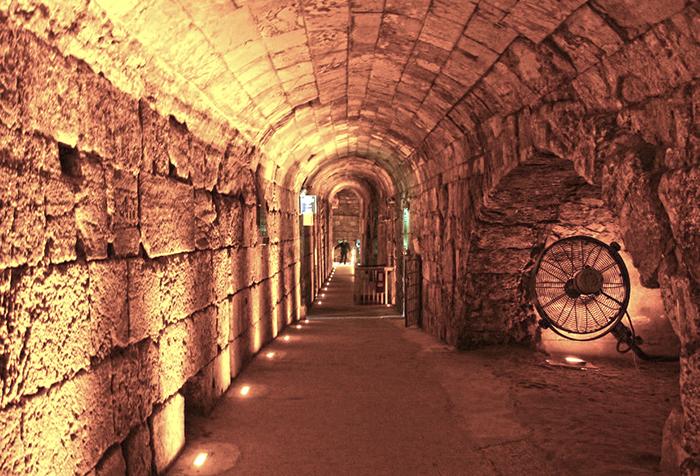 Тоннель под западной стеной Иерусалима