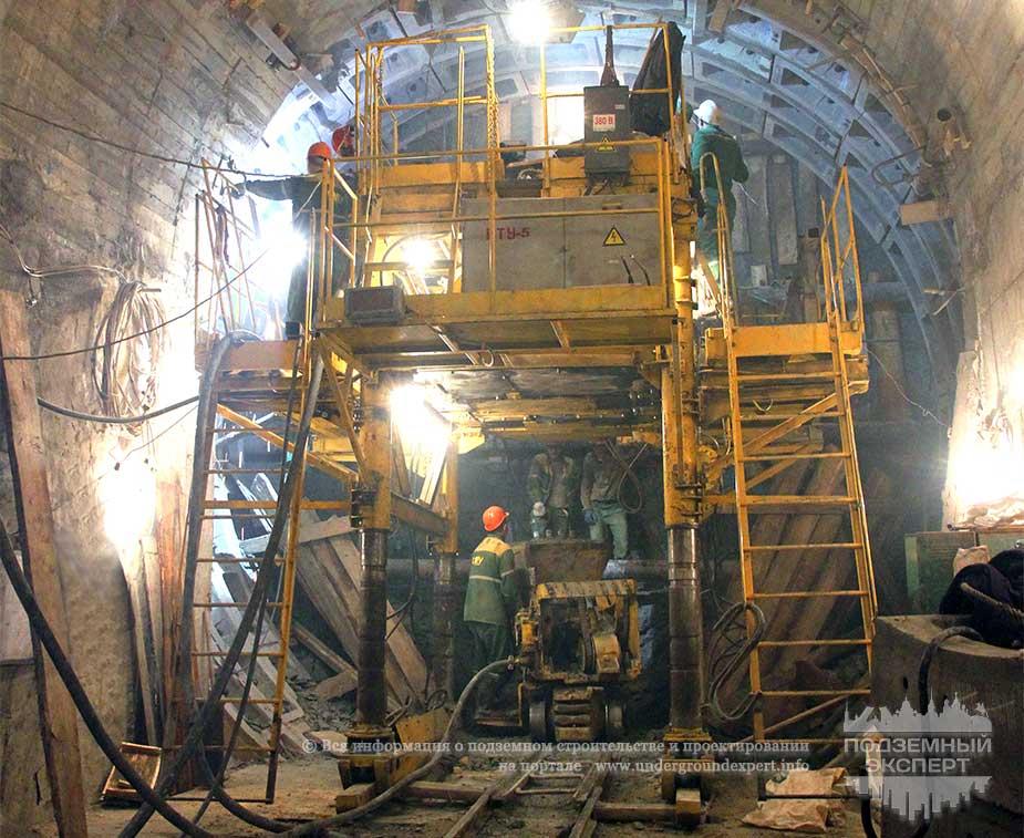 Строительство станции метро «Театральная»