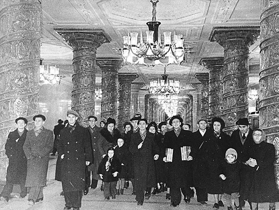 Первые посетители ленинградского метро