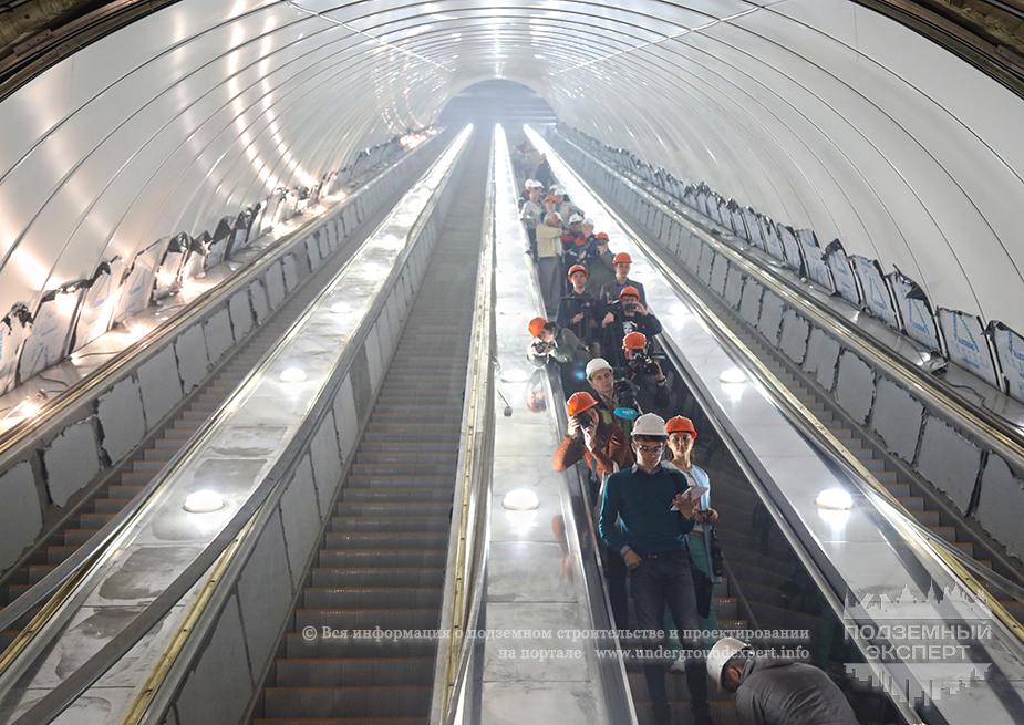 Эскалаторы на станции Проспект Славы в СПб
