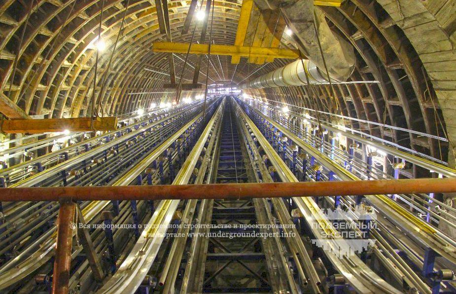 Эскалаторный тоннель - станция метро «Проспект Славы»