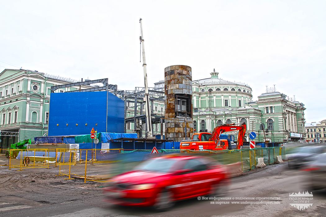 Строительство станции метро Театральная