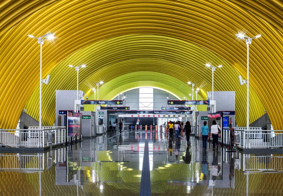 Станция метро в аэропорт аэропортом Луис Эдуардо Магальес